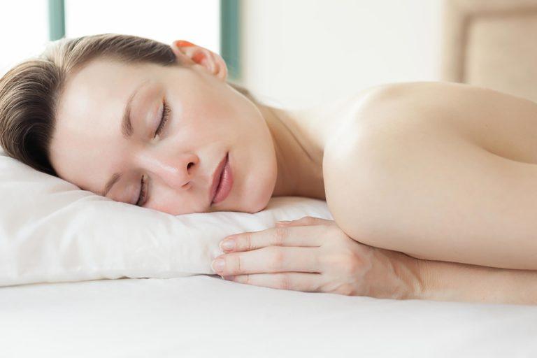 تاثیر خواب بر زیبایی پوست