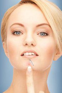 جوش زیر پوستی چانه: از علت تا درمان طبیعی و پزشکی
