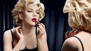 ۱۵ ترفند آرایشی باحال که هر دختری باید بداند.